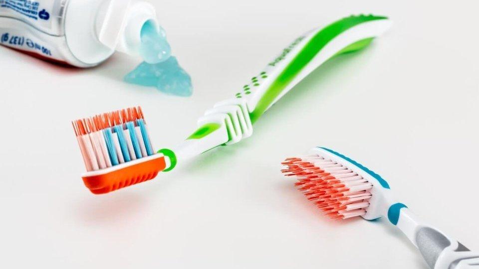 Informat dels ingredients de la teva pasta de dents perque poden ser toxics per la teva salut
