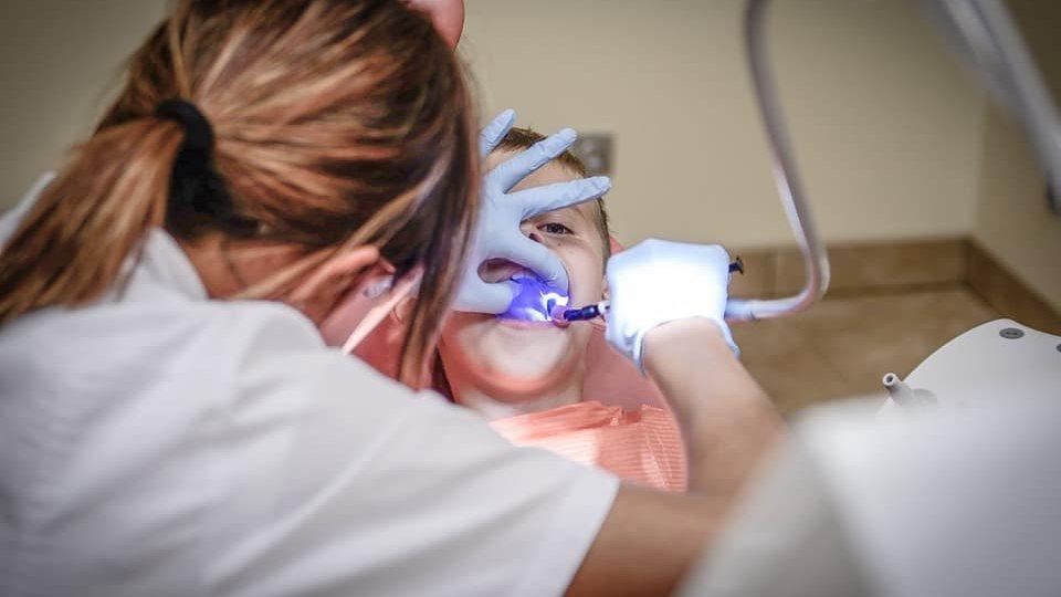 Has d'anar al dentista les vegades pertinents per tindre la boca sana i el somriure bonic