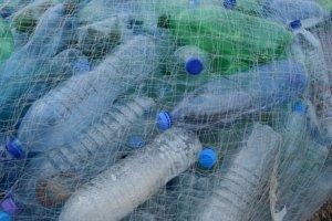 El plástic contamina els oceans i els nostres espais verd