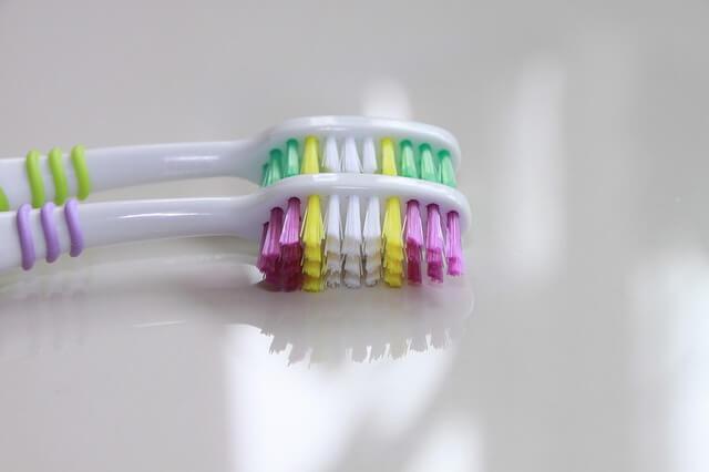 Els raspalls de dents van ser creats fa milers d'anys