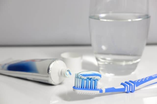 No has de posar molta pasta de dents al teu raspall perquè és un error