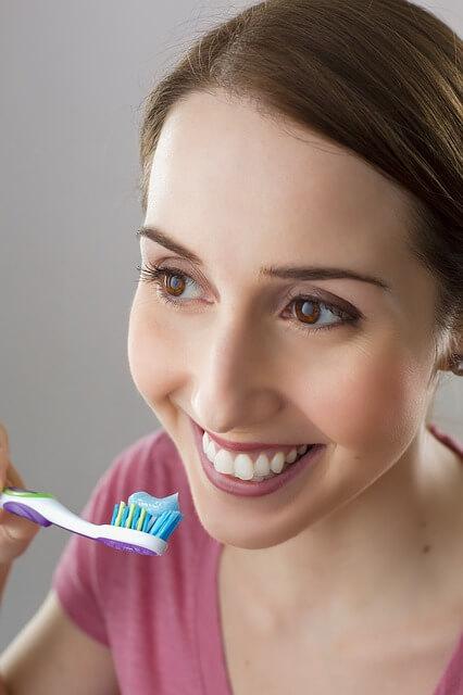 Segueix aquests consells per raspallar-se correctament les dents